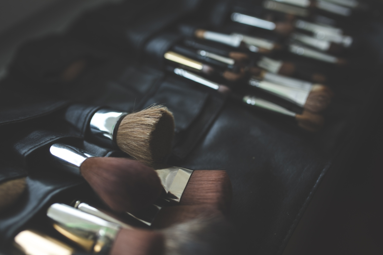 Image of makeup brushes