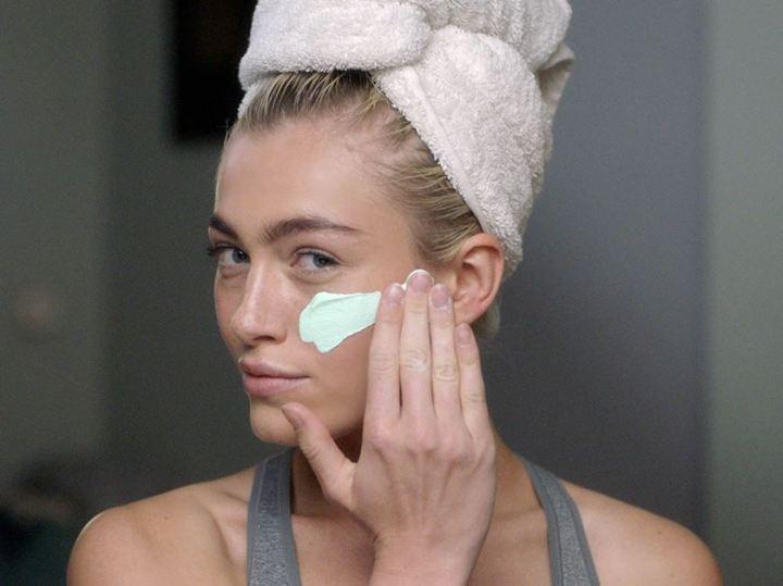 Urban Skin_woman-applying-cream